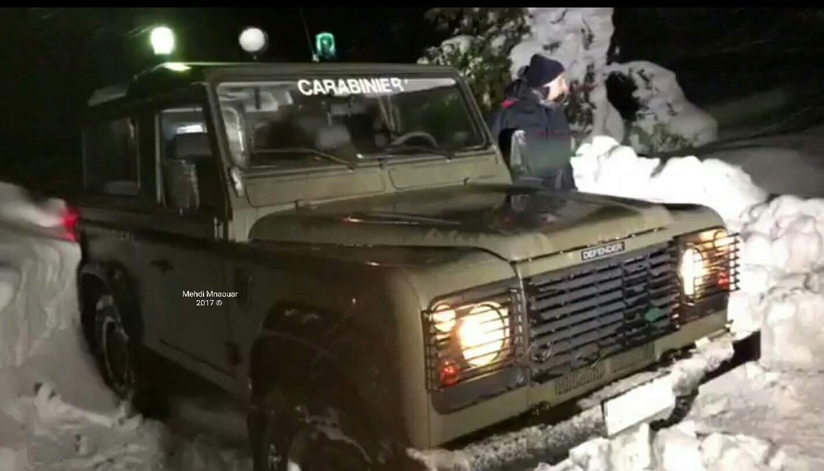 =&gt;#BREAKING #Italie    Au moins 25 morts ensevelis suite à une #avalanche sur un #hôtel dans le massif du #Gran #Sasso au centre du pays.<br>http://pic.twitter.com/hMY6nxV7ra