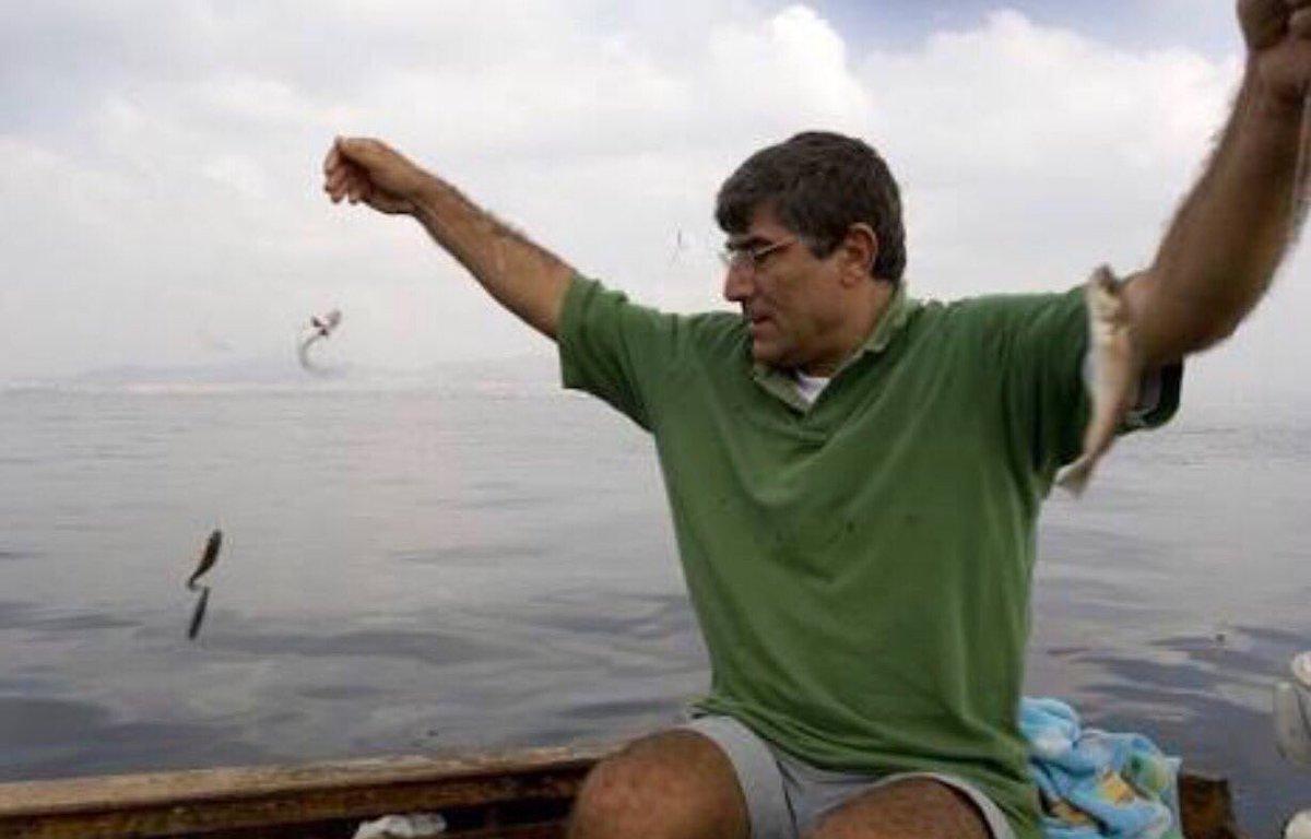 Il y a 10 ans, le 19 janvier 2007 le journaliste armenien #HrantDink était assassiné en pleine rue à #Istanbul #Turquie <br>http://pic.twitter.com/u7LtV9EyGP