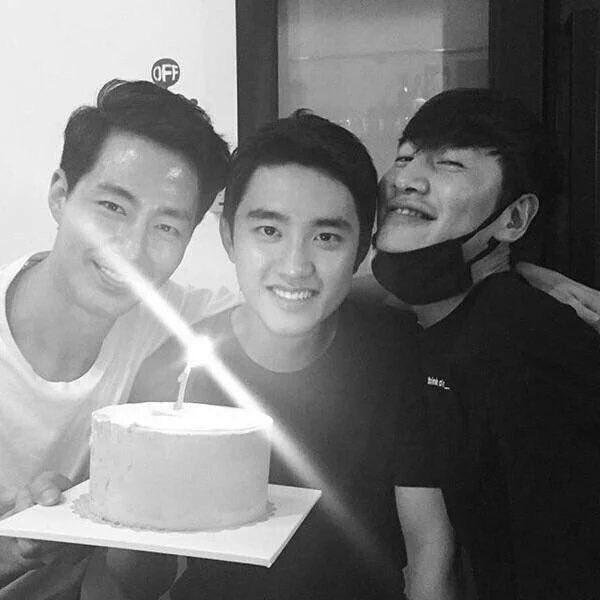 kyungsoo\'s circle of friends is no joke im so proud