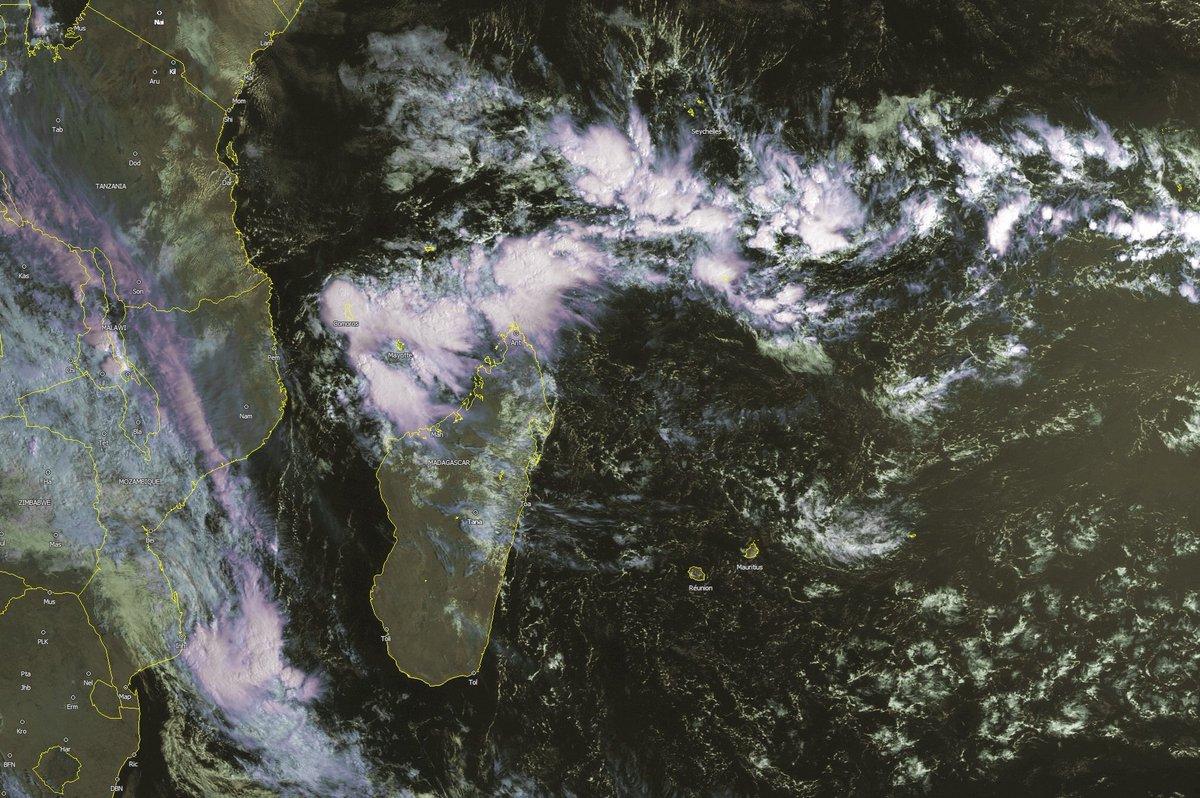L&#39;activité convective se renforce dans la ZCIT au niveau des #Comores #Mayotte et le Nord de #Madagascar <br>http://pic.twitter.com/zOujNB6DCi