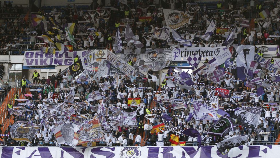 El apoyo de la 'Grada Fans' del Madrid a Sergio Ramos y su mensaje a los insultos en Sevilla https://t.co/d4vYoRZmfC https://t.co/BlbqNhVWDX