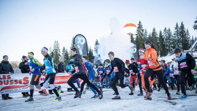 A la @StationRousses les traileurs de l&#39;oxyrace trail blanc s&#39;apprêtent à braver froid et neige #trail #jura  http:// france3-regions.francetvinfo.fr/franche-comte/ jura/haut-jura/trailers-oxyrace-s-appretent-braver-froid-neige-1175029.html &nbsp; … <br>http://pic.twitter.com/y1OiJUELaU
