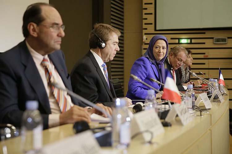 Conférence « Développements au Moyen-Orient, approches française et européenne »  http://www. ncr-iran.org/fr/communiques -cnri/presidente-elue/19135-conference-developpements-au-moyen-orient-approches-francaise-et-europeenne &nbsp; …  #FreeIran #France<br>http://pic.twitter.com/vXcvsDRpLj