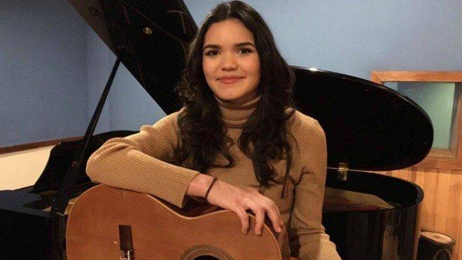 Séduisant et envoûtant, le premier #Album de la Réunionnaise Tess sort ce vendredi  http:// la1ere.francetvinfo.fr/seduisant-envo utant-premier-album-reunionnaise-tess-sort-ce-vendredi-434671.html &nbsp; …  #LaReunion #music<br>http://pic.twitter.com/sNyIgpSn7A