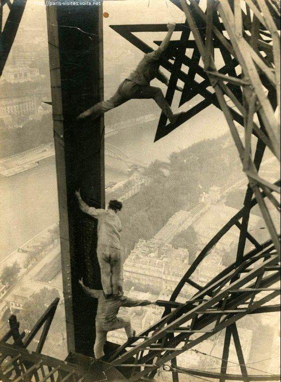 Peindre la #TourEiffel...dans les années 50...les normes de sécurité... #Paris #France #tourisme #syndicat #tourism #patrimoine<br>http://pic.twitter.com/0zbxymbPqe