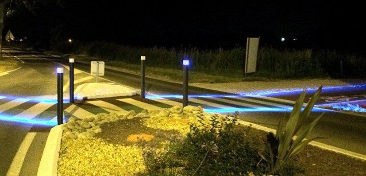 Mieux protéger les #piétons &amp; #vélos avec des #LED. Qu&#39;en pensez-vous?  http://www. lec-expert.fr/dossier/la-bor ne-a-led-bleue-pour-securiser-les-passages-pietons &nbsp; …  #mobilité #sécurité<br>http://pic.twitter.com/qKiTPKBG5U