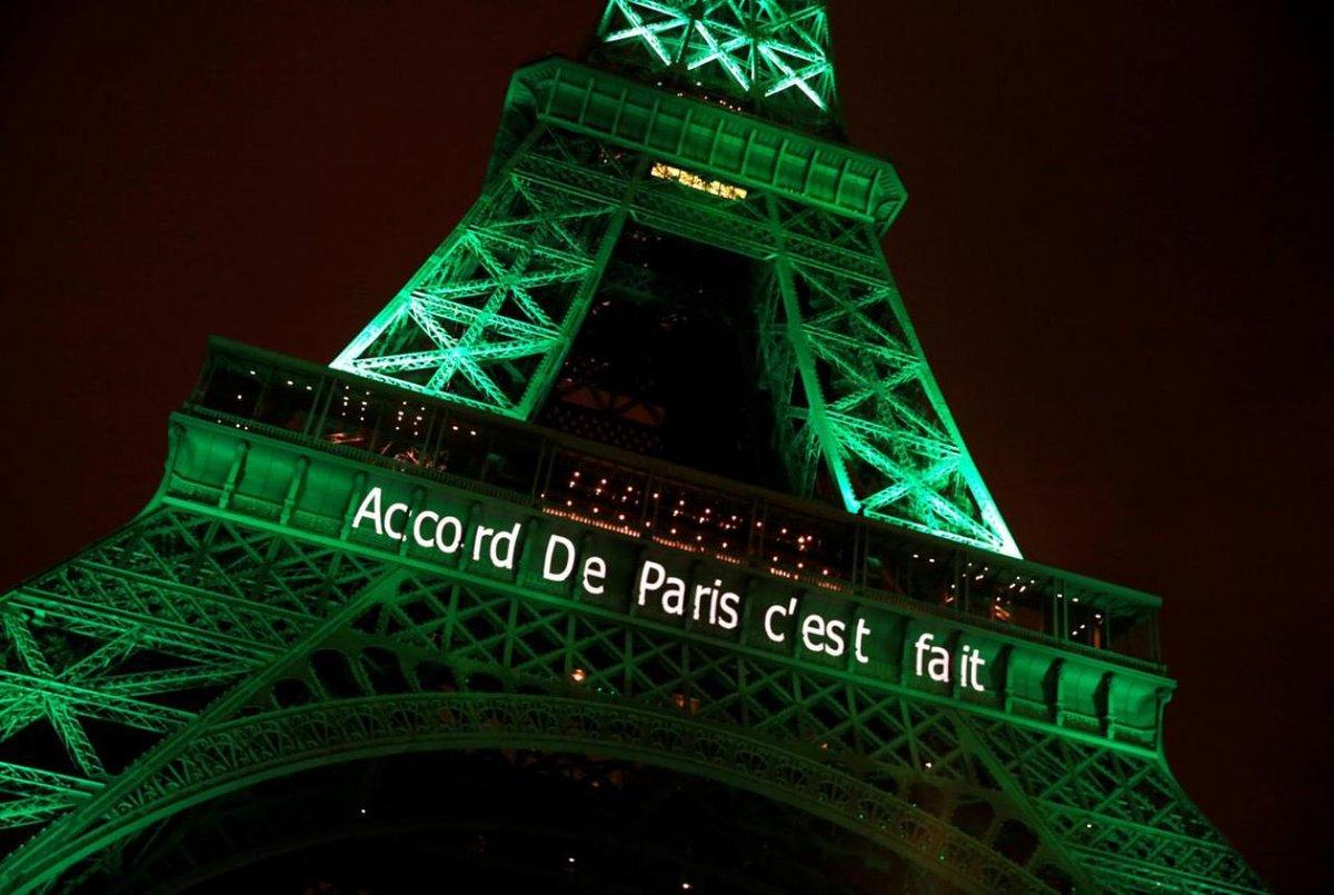 L&#39;#AccordDeParis est irréversible, le Pdt chinois Xi Jinping l&#39;a rappelé à #Davos &quot;Tous les signataires doivent s&#39;y tenir&quot; #COP21 #Climat <br>http://pic.twitter.com/2DEaCFhwTu