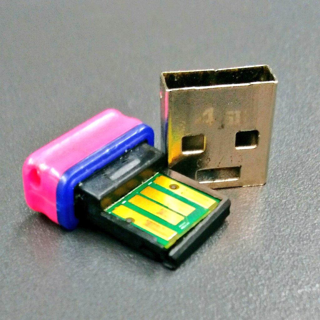 5年前に買った ELECOMの 小型USBメモリ(4GB)。   遂に差し込むとこが壊れて、もはやこ…
