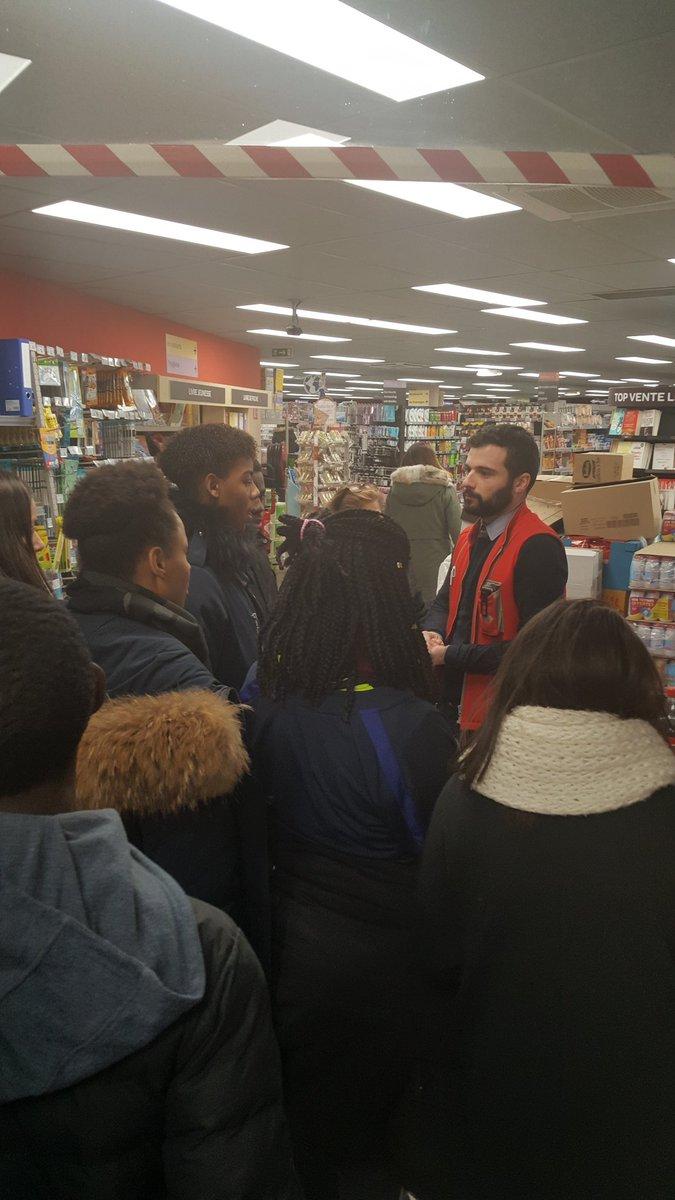 Lutte #antigaspillage #dons alimentaires #solidarité de Market expliqué aux élèves de 3ème #environment <br>http://pic.twitter.com/VidJ9OFwBl