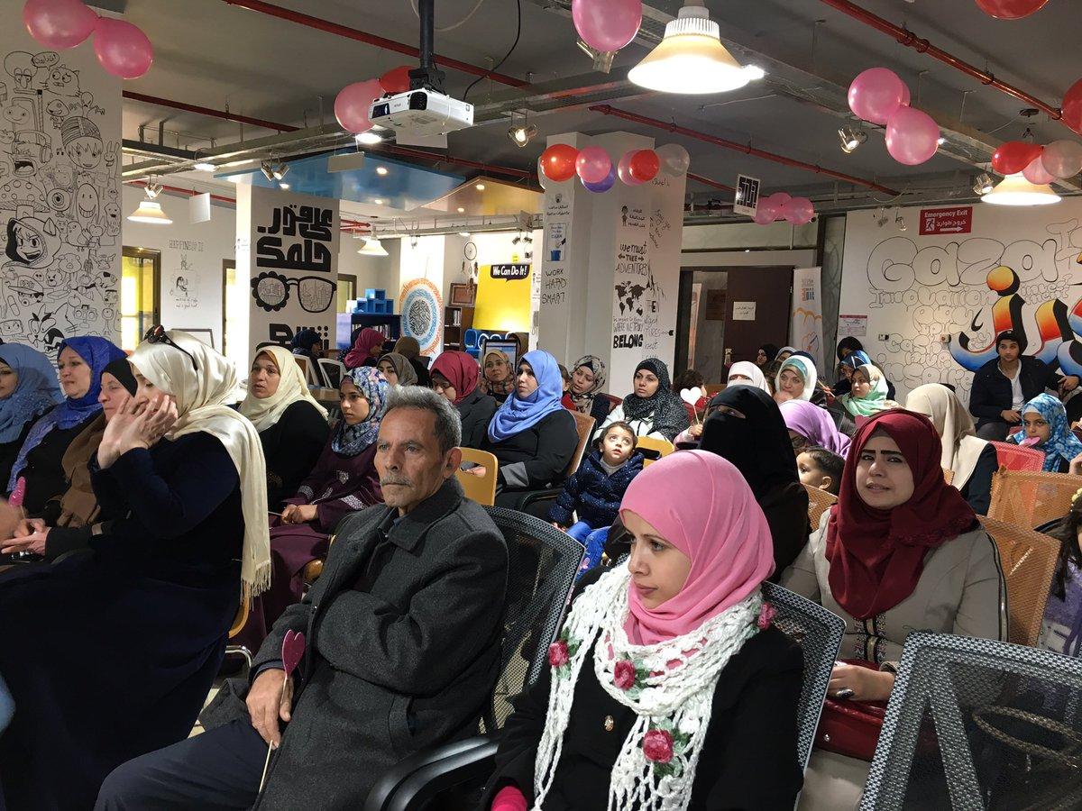 حفل إطلاق مشروع Mommy Helper! بدعمكم لحملتنا راح نعطي فرص أفضل وأكثر للرياديين في #غزة  https://t.co/d5QyRUAybb