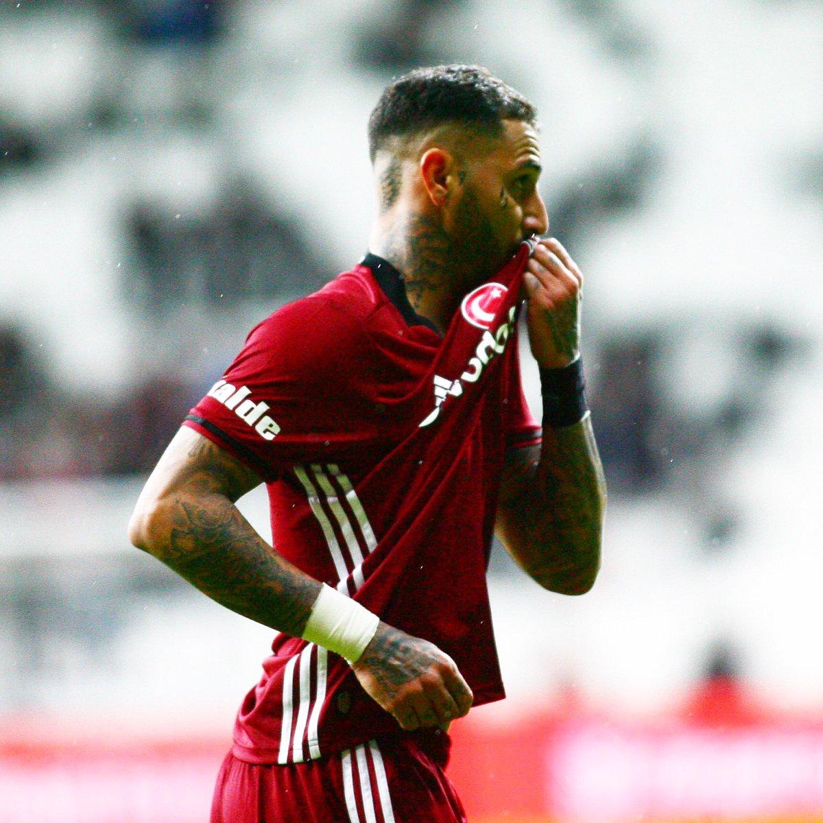 #RicardoQuaresma golünü attı ve armamızı öptü #Beşiktaş