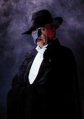 Happy 75th birthday to the original Phantom, @CrawfordMichael! Thank you for sharing your music of the night. https://t.co/CWQa43mpml
