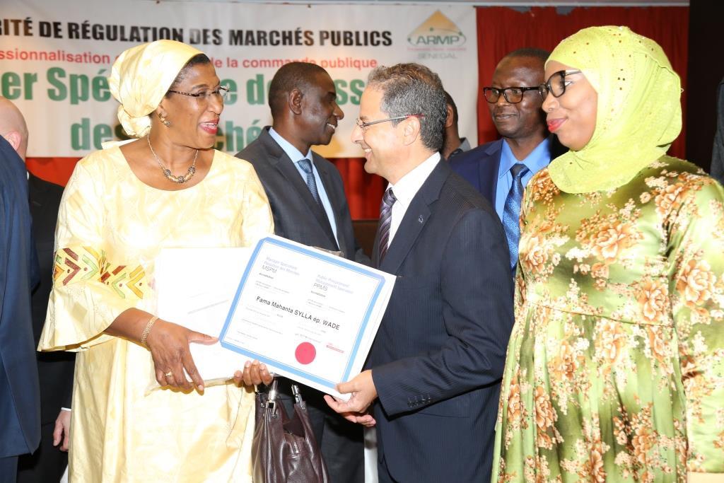 Deux institutions du #Quebec, l&#39;@esg_uqam et #SETYM ont formé 145 prof de la passation des marchés au #Senegal en présence du @QuebecDakar<br>http://pic.twitter.com/TmdR6AyZVU