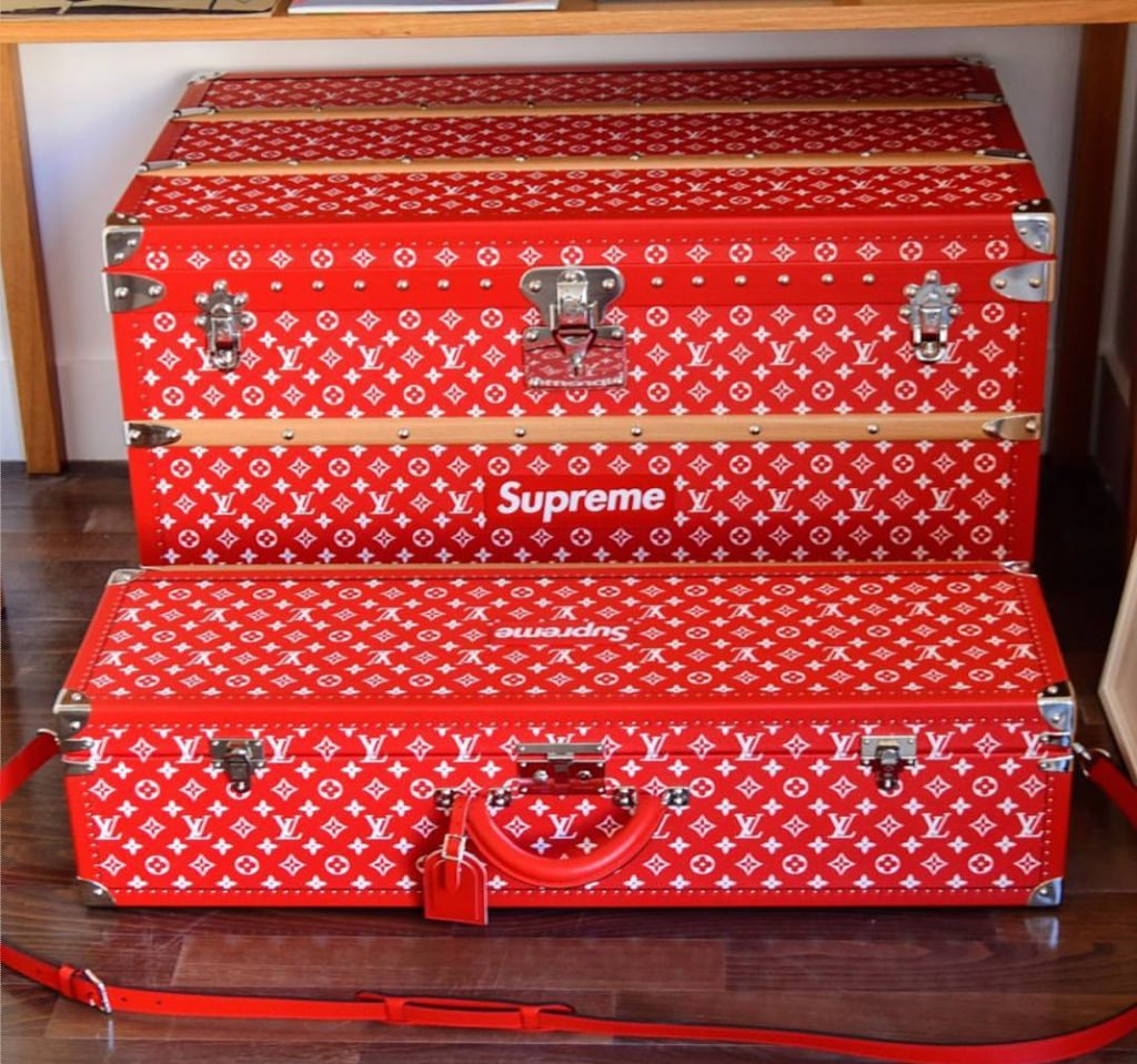 cf8ada629a6a Supreme Louis Vuitton Luggagepic.twitter.com ibQwMBvRmc