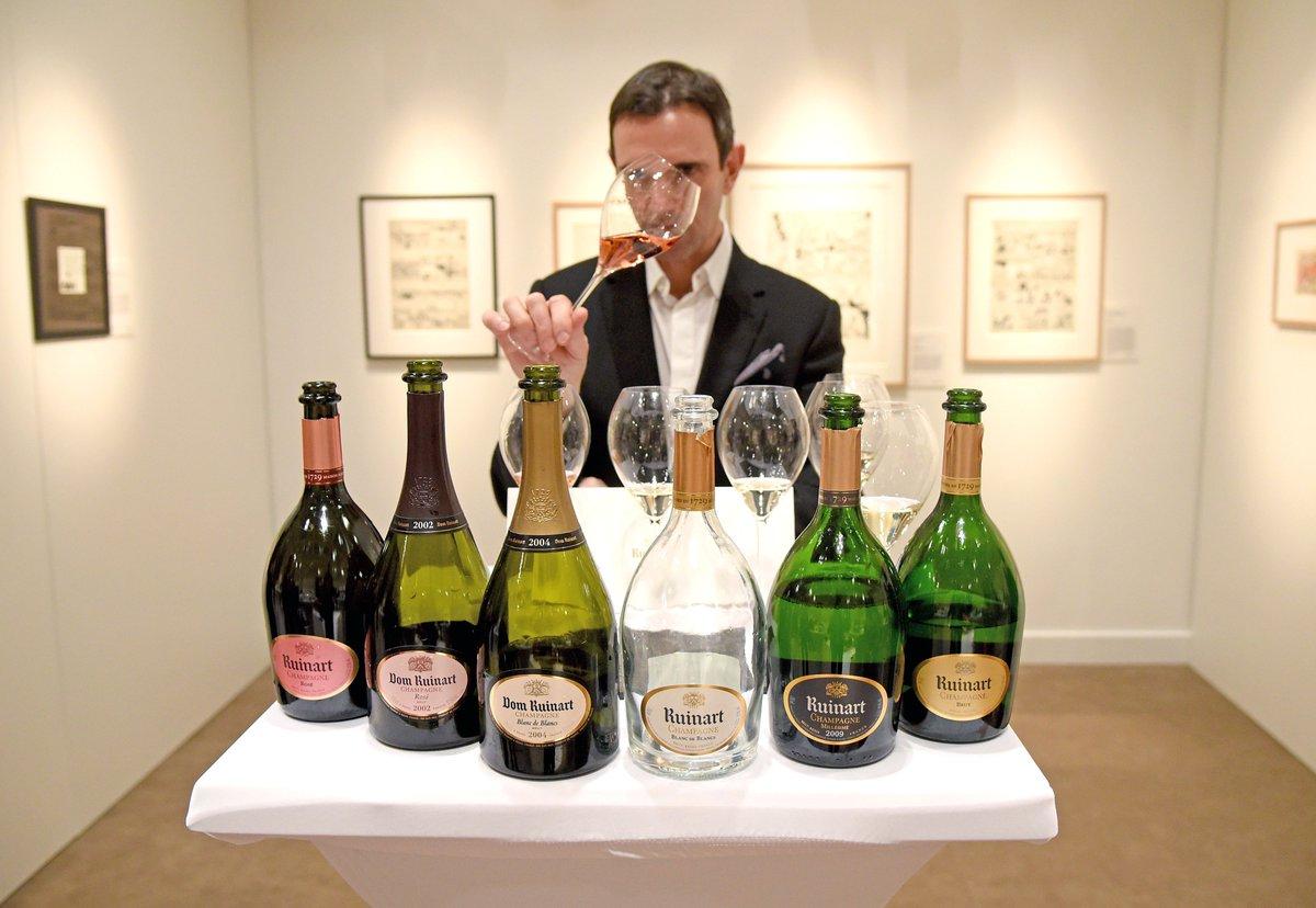 Moment d&#39;exception hier galerie Charpentier. #Masterclass exclusif de dégustation des délicieux #champagnes @CarnetsRuinart #millesime #wine<br>http://pic.twitter.com/7xy7ps1jqE