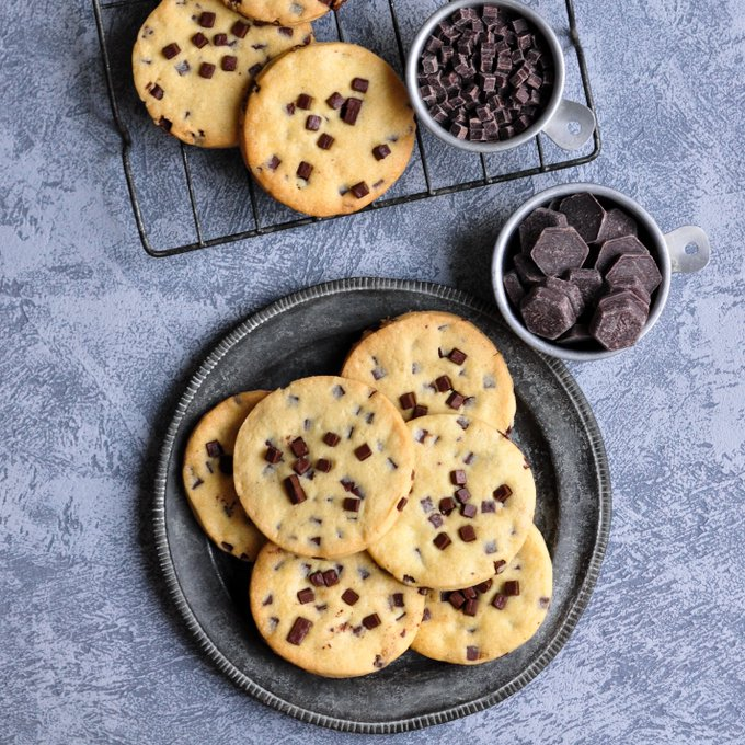 Giant Chocolate Chip Sablé – Eat, Little Bird