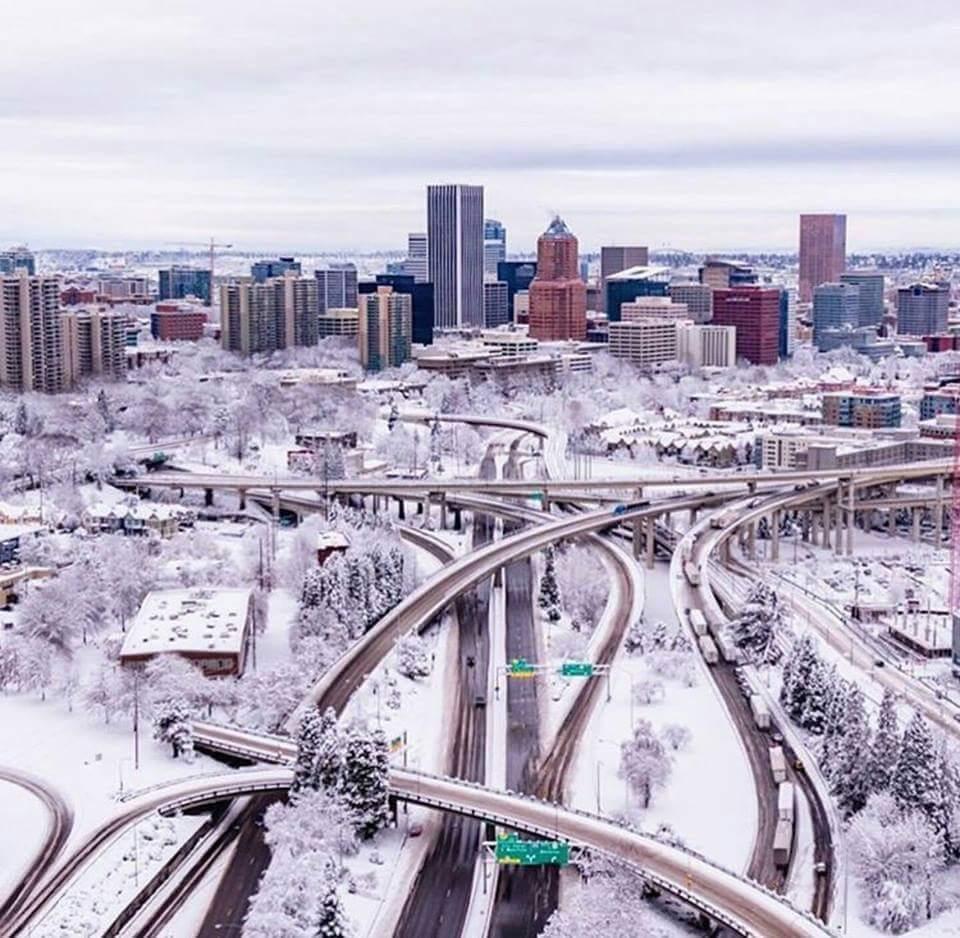 Well that was fun. #PDXSnowpocalypse #pdxsnow #snow #icestorm<br>http://pic.twitter.com/xd8nKEErKh