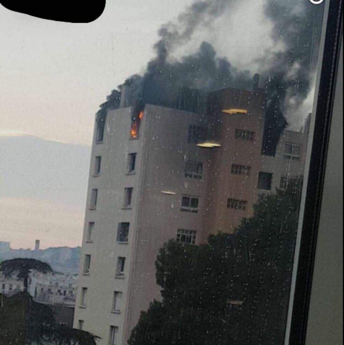 #Marseille : un appartement en feu dans le quartier Saint-Loup  http:// sur.laprovence.com/kIZG-kTZN  &nbsp;   #FaitsDivers <br>http://pic.twitter.com/ug2nwTPMlG
