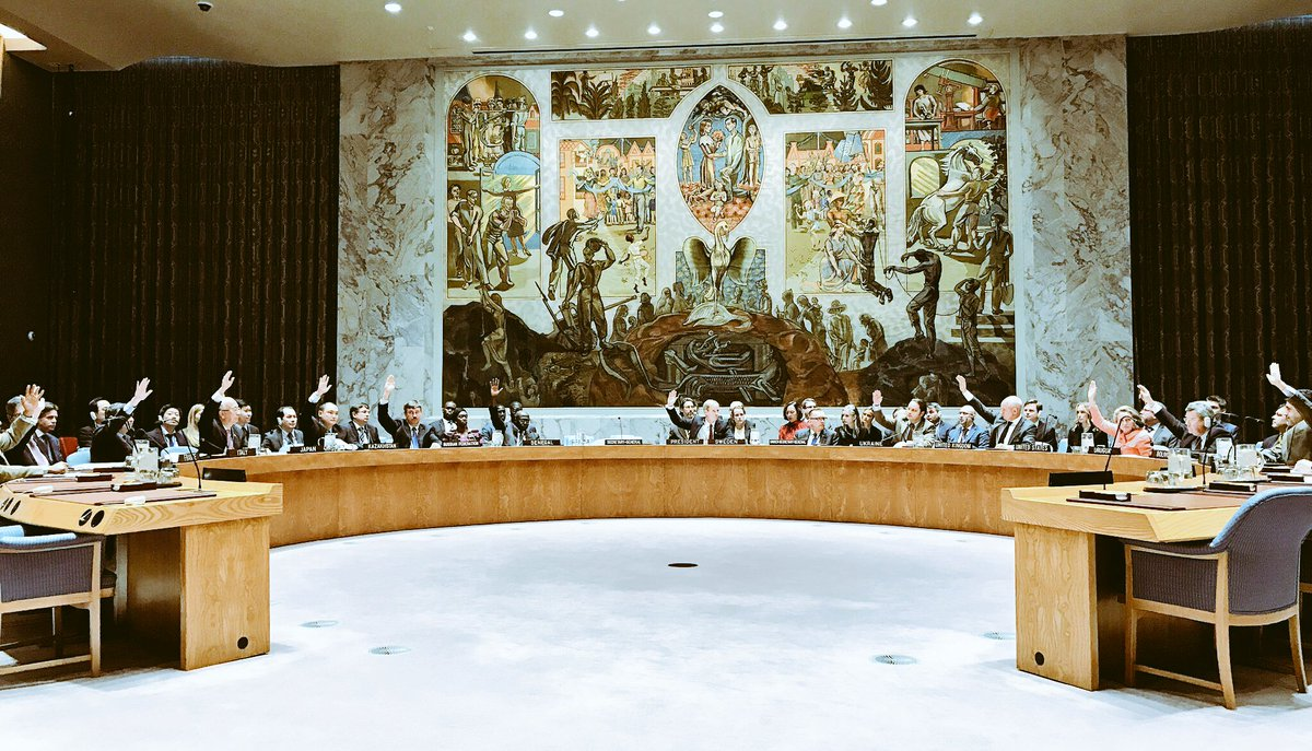 #UNSC adopts resolution 2337 endorsing commitment of #ECOWAS &amp; the @_AfricanUnion to ensure the respect for the outcome of the election.<br>http://pic.twitter.com/HHMDYSDJPu &ndash; à United Nations Security Council Chamber
