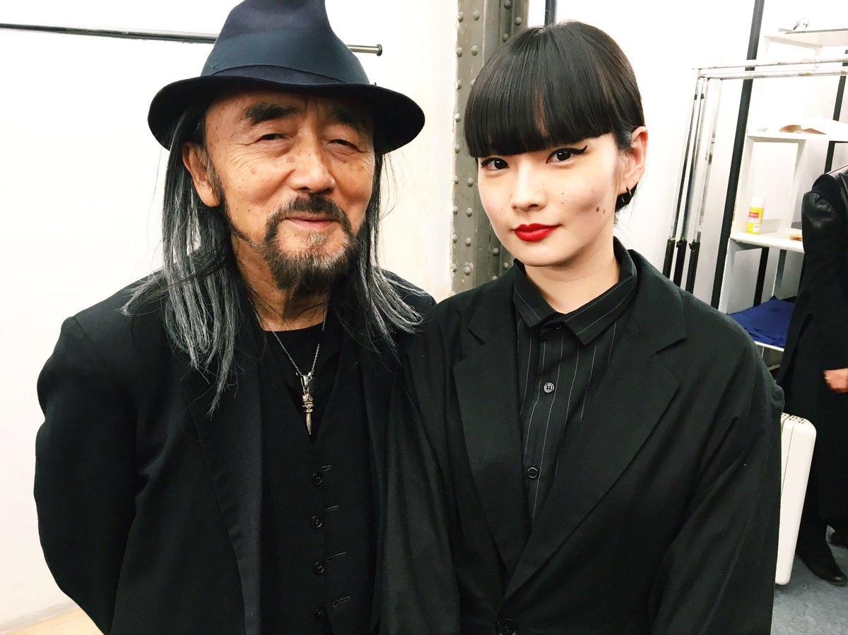 Yohji Yamamotoのショーの後に、Yohjiさんと🌹 最近会う機会が多くて嬉しい限りです🙏…