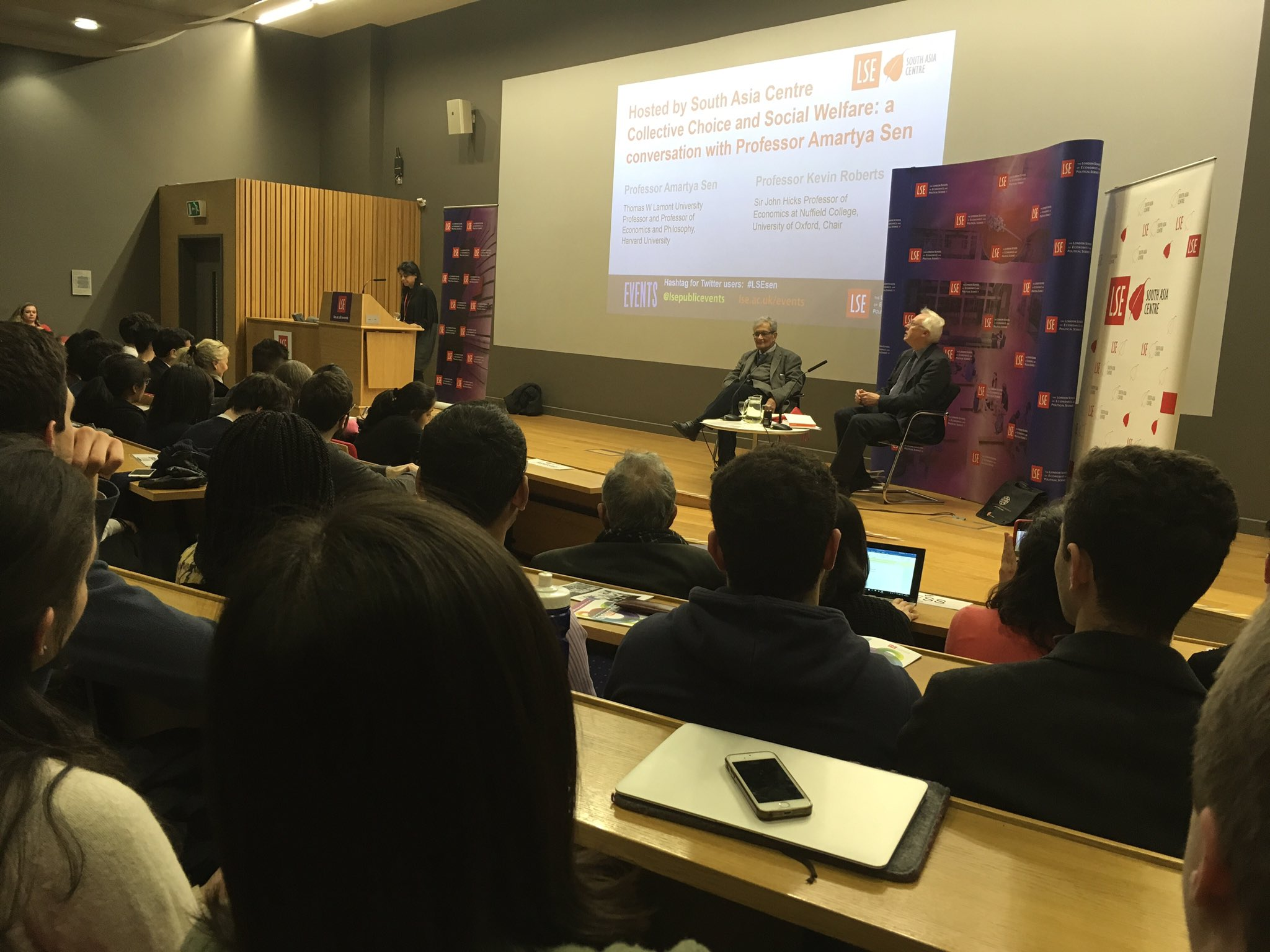 Professor Amartya Sen being introduced at #LSE's public lecture on collective choice and social welfare this evening #LSESen https://t.co/BM29JxsC7J