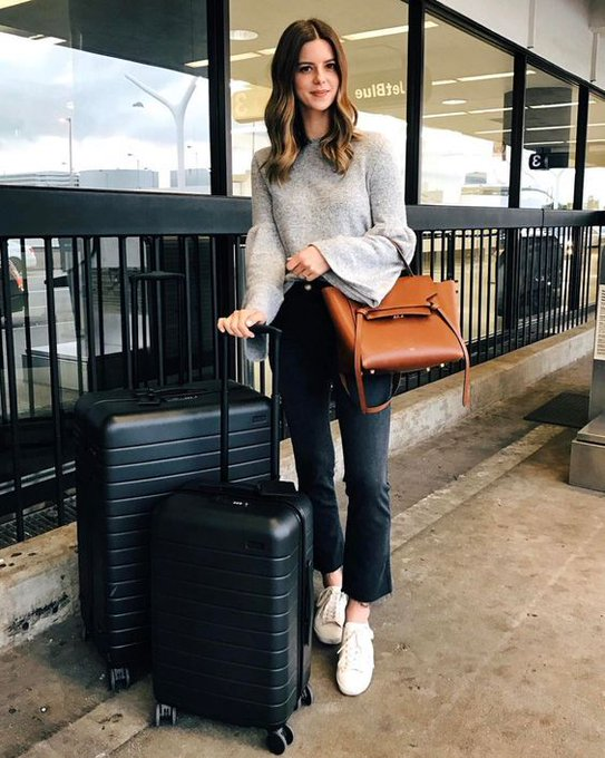 WHAT TO WEAR ON AN AIRPLANE