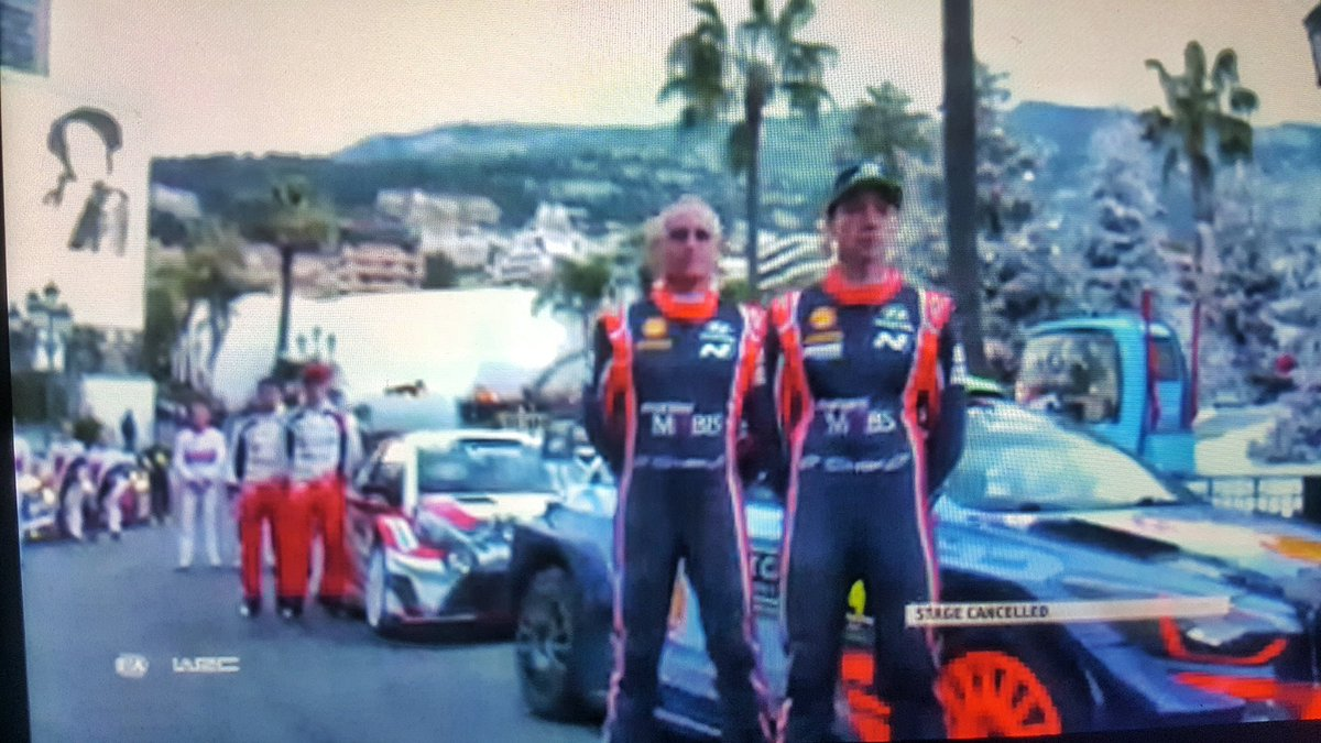 #HaydenPaddon crash on #SS1. Crew out of car and ok. #Montecarlorally<br>http://pic.twitter.com/C22VMxRW4M