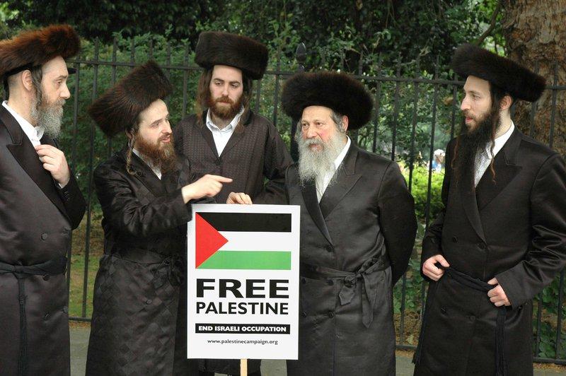 1 rabbin antisioniste agressé à #Paris Étrangement aucun média pour en parler #Israël #Judaïsme #Palestine #Sionisme  http://www. egaliteetreconciliation.fr/Un-rabbin-anti sioniste-agresse-a-Paris-43724.html &nbsp; … <br>http://pic.twitter.com/4K8lQ0KVYQ