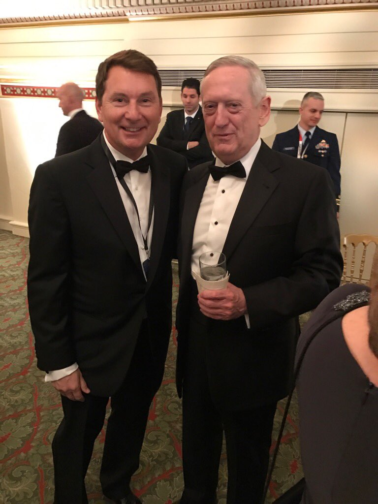One of the finest and most legendary warriors the world has ever known... and the Secretary of Defense @ballardfirm #sayfie <br>http://pic.twitter.com/ghYStxHltn