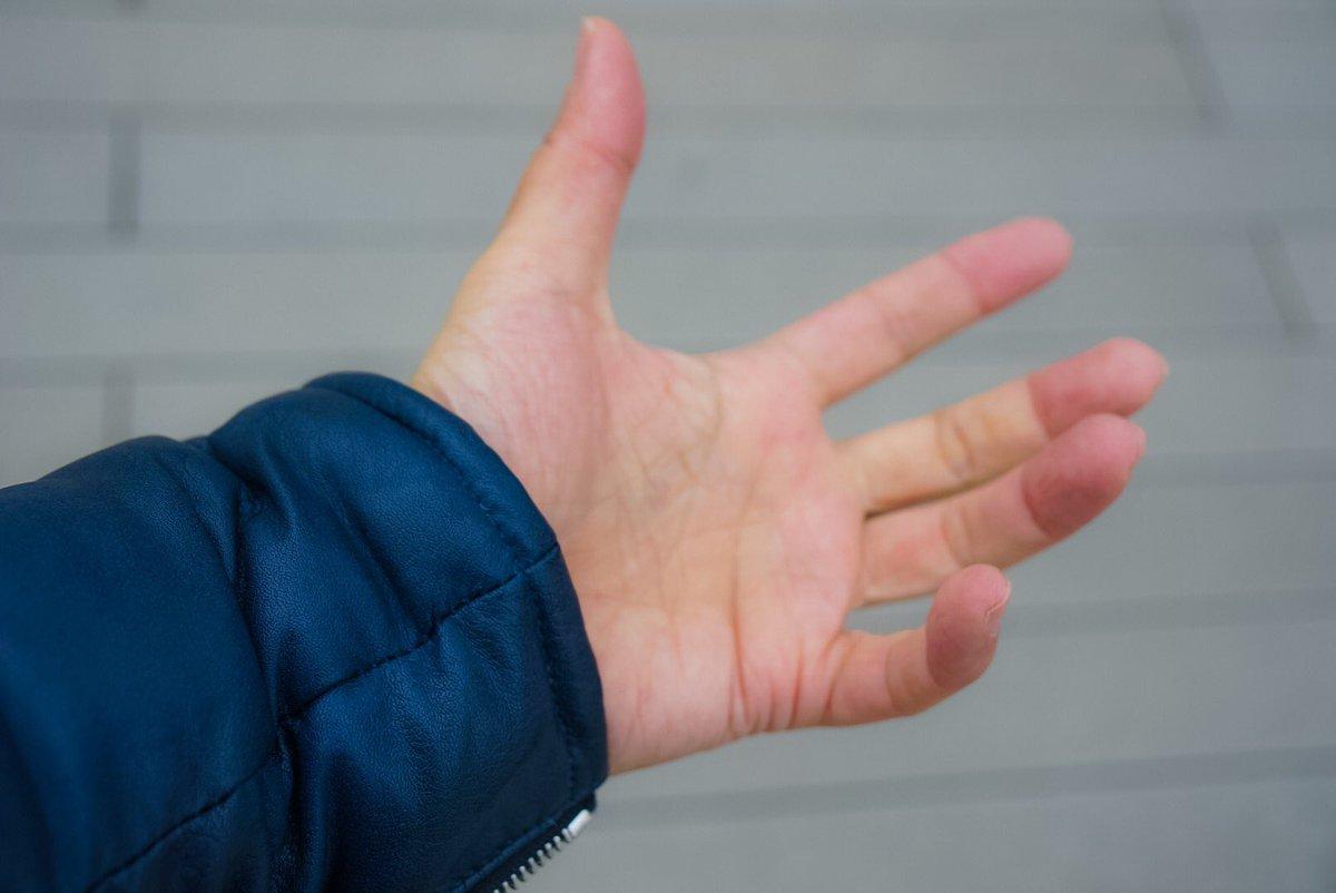 手袋を忘れたので、運が良ければ雪を触れる。