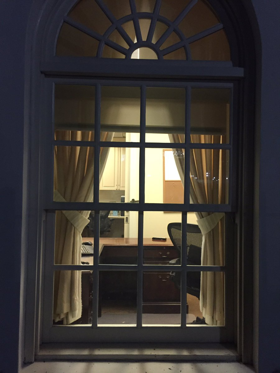 Swell The White House Is Officially Empty On Inauguration Eve Home Interior And Landscaping Ologienasavecom