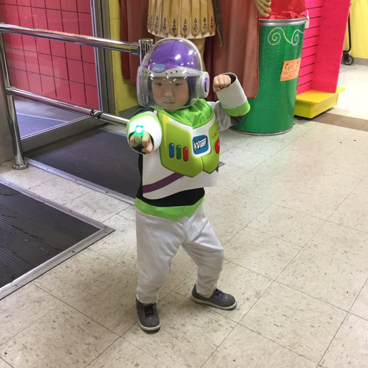 #buzzlightyear came in for more light up #partyrats! #weloveourcustomers #seattle<br>http://pic.twitter.com/9gndF0ZZ0o