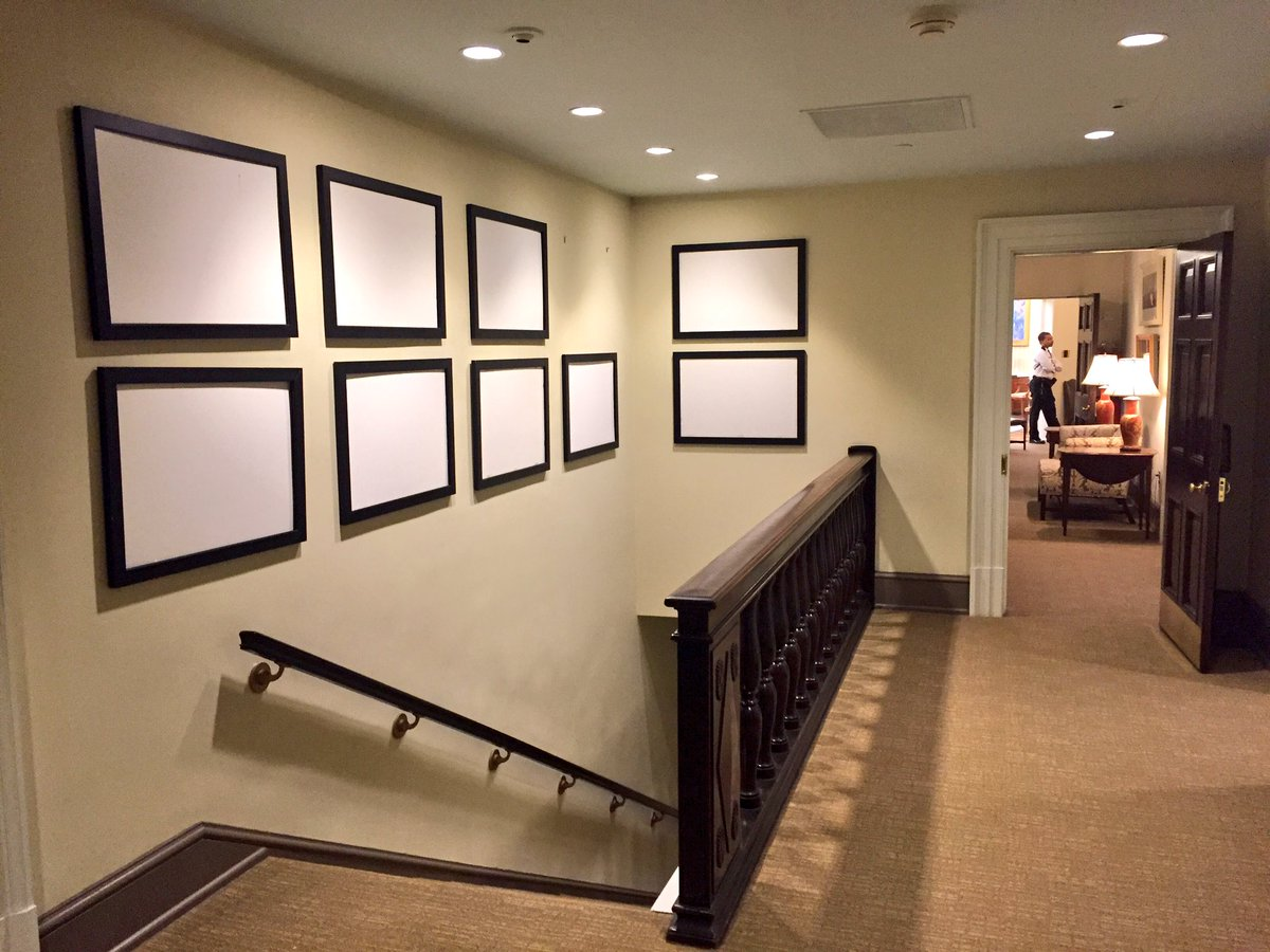 This wall in West Wing used to have Obama photos until earlier today. Oval Office can be seen down hallway. https://t.co/3rcwifZDLy