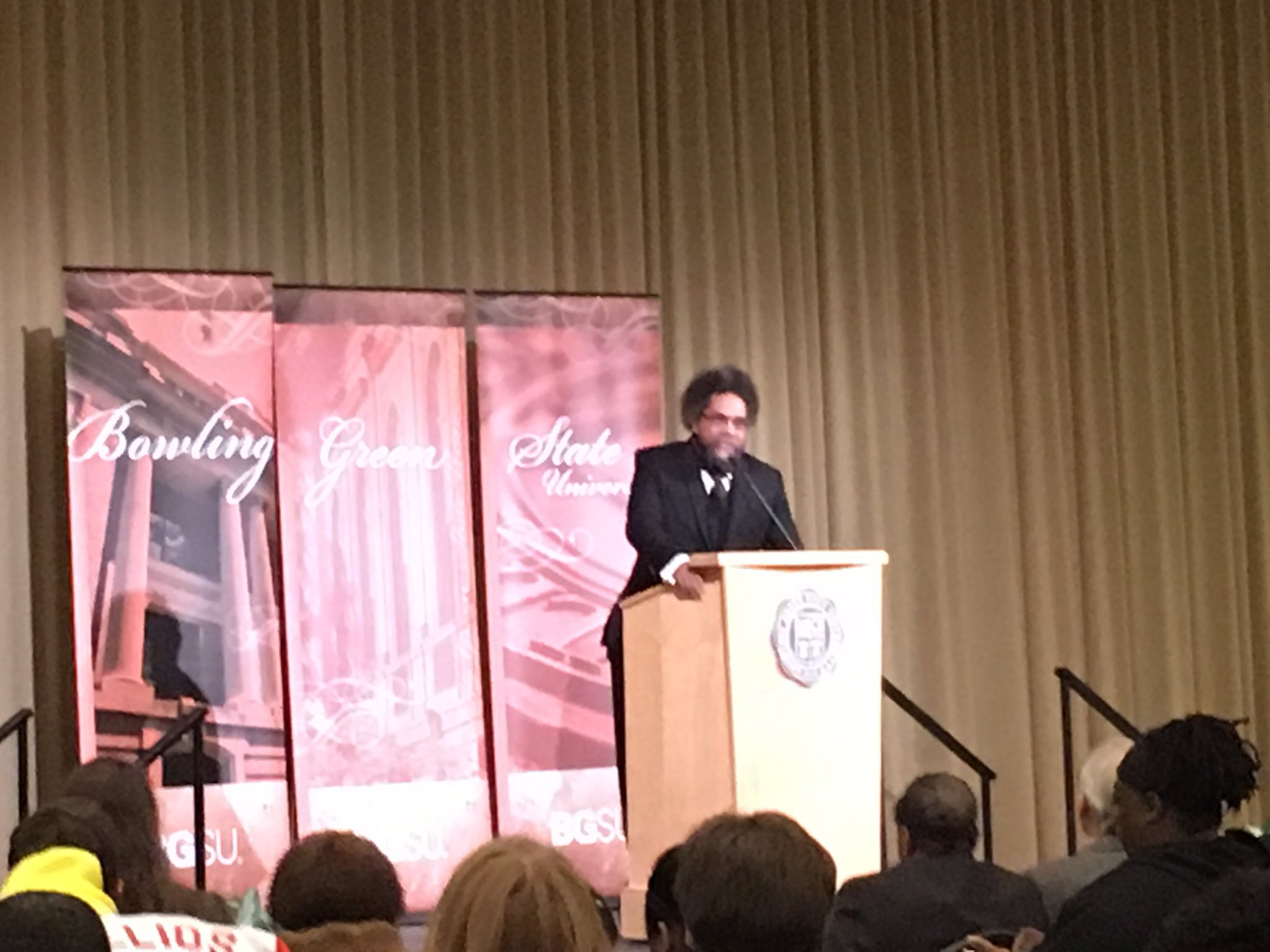 Let the phones be smart, you be wise and courageous: @CornelWest speaking @bgsu https://t.co/VOHUpQzTzH