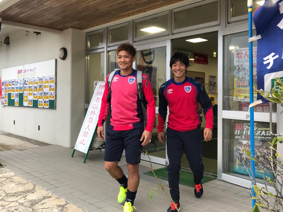 #沖縄キャンプ 4日目。ウォーミングアップを終えた選手たちは、続々と練習場の外へ… 一体どこへ? #…