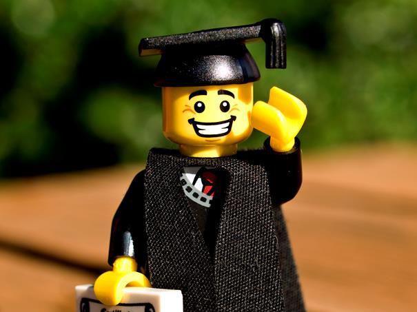 Une offre d'emploi en or… pour devenir professeur de Lego !!!!! https:...
