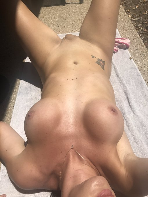 #tanning #trans #aussie #EMERALD42Degress #Horny #balconytanning #escort https://t.co/2ZA5OOFJBi