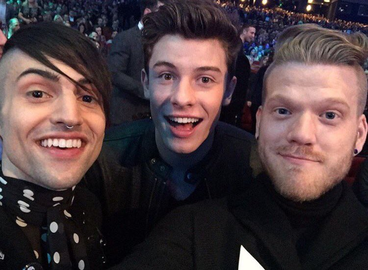 throwback to the 2015 #AMAs!! #tbt https://t.co/tH56X6Y6H3
