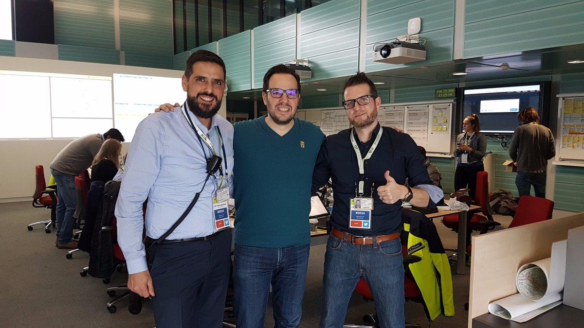 Besuch von @manuelnappo (in der Mitte) von der @fhhwz, der uns bei der Auswertung von #SID24 unterstützt. Danke!