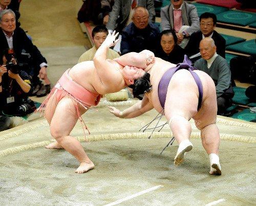 宇良が珍手・たすき反りで10勝目…十両では史上初 https://t.co/ESwsPfTd7K #sumo #スポーツ新聞 https:/...