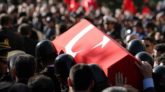 Diyarbakır şehidi için cenaze töreni düzenlendi https://t.co/vFRj0zi4j...