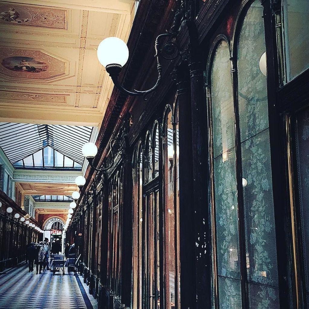 Parisienne #3 #clarendon #walk #light #paris #detail #street #detail #2017  http:// ift.tt/2iItxAx  &nbsp;  <br>http://pic.twitter.com/mrr3H1E6kb