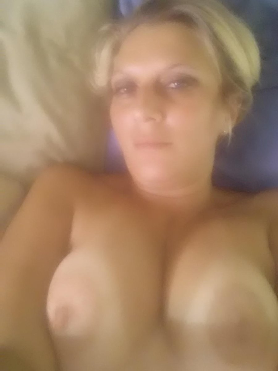 Nude Selfie 10340