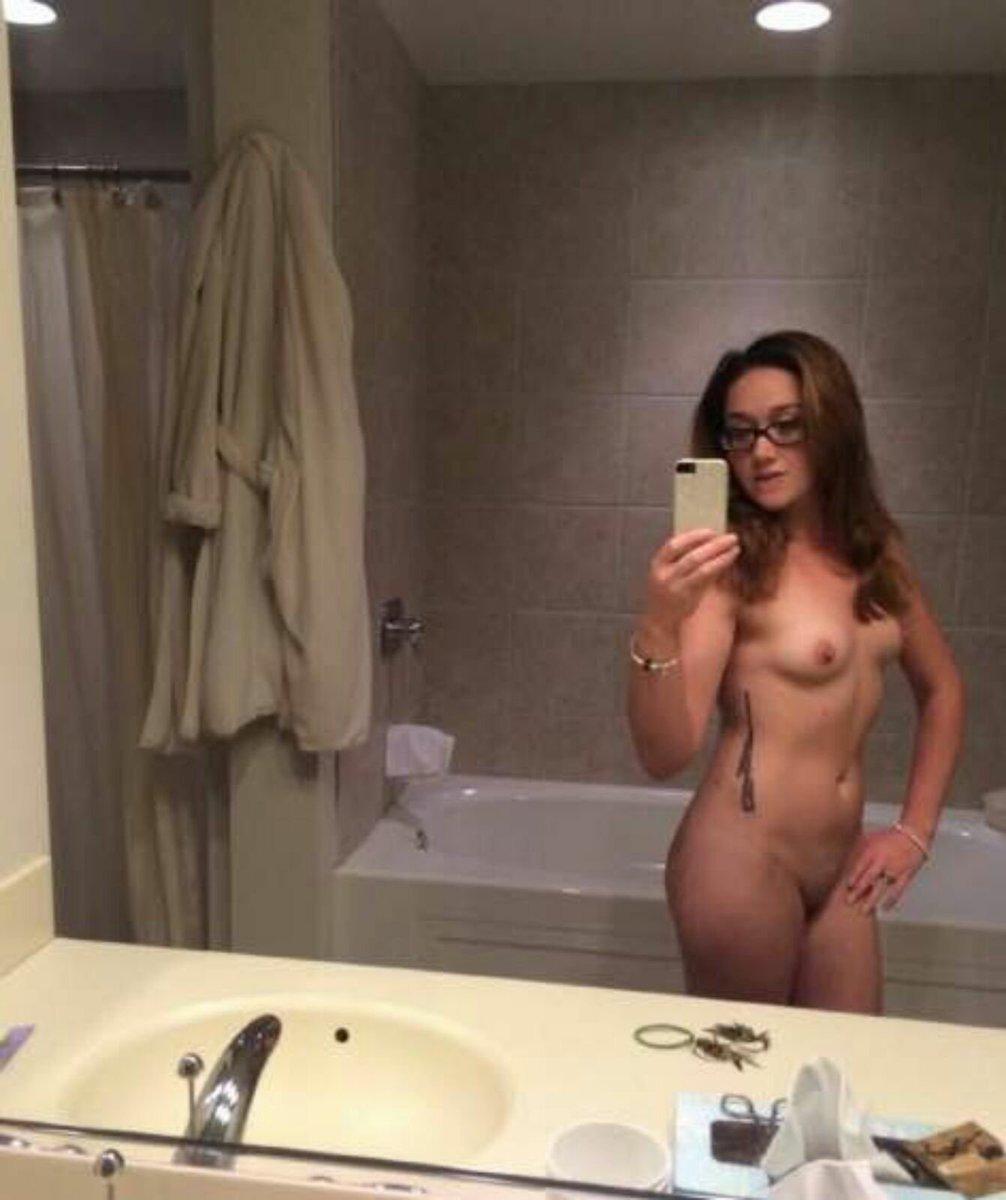 Nude Selfie 10369