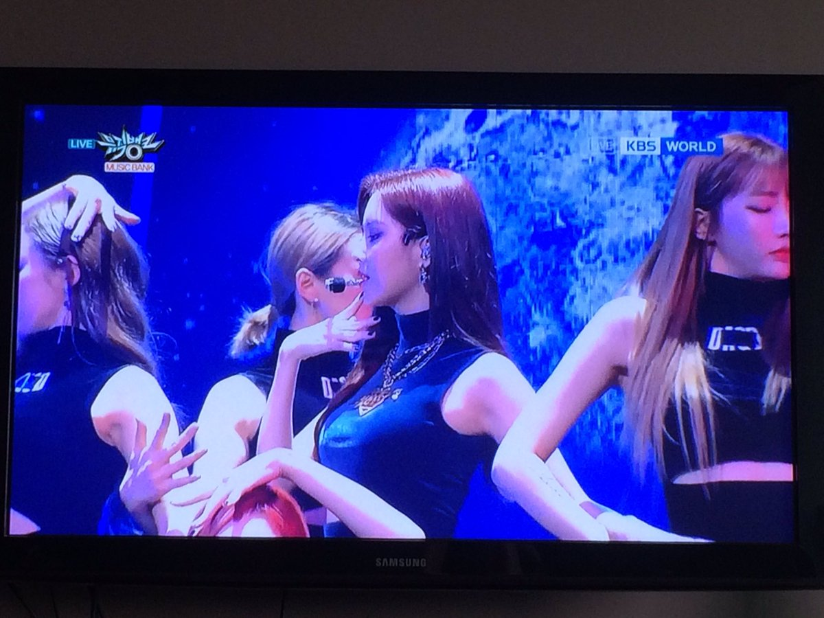 omg what a blessing to watch goddess' debut stage on my big tv screen https://t.co/oqBRxhhjL1