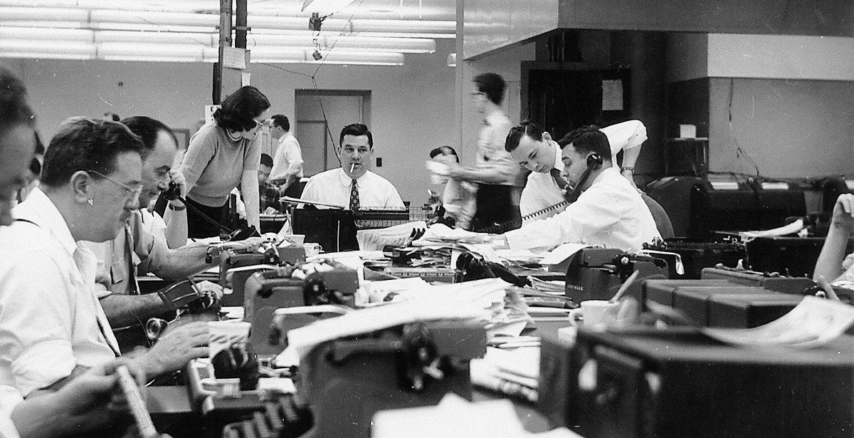 Les grandes orientations stratégiques du #NYTimes : une bible pour les médias d&#39;info  http://www. meta-media.fr/2017/01/19/new -york-times-le-changement-cest-maintenant.html &nbsp; …  #presse #journalisme<br>http://pic.twitter.com/JsWeKxOMEF
