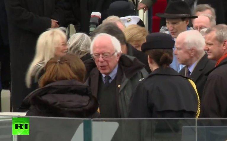 LIVE: Bernie #Sanders, John #McCain at #Inauguration  ceremony  https://www. youtube.com/watch?v=Sxr9nE 9MuQs &nbsp; …   #InaugurationDay <br>http://pic.twitter.com/yDl2VfjWAs