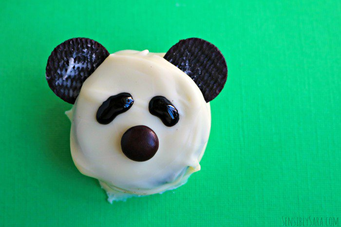 Tutorial: How to Make Panda Bear Cookies  #Disney #BornInChina - https://t.co/LSZaXrunAS  via@SensiblySara https://t.co/wpOm64v7nk