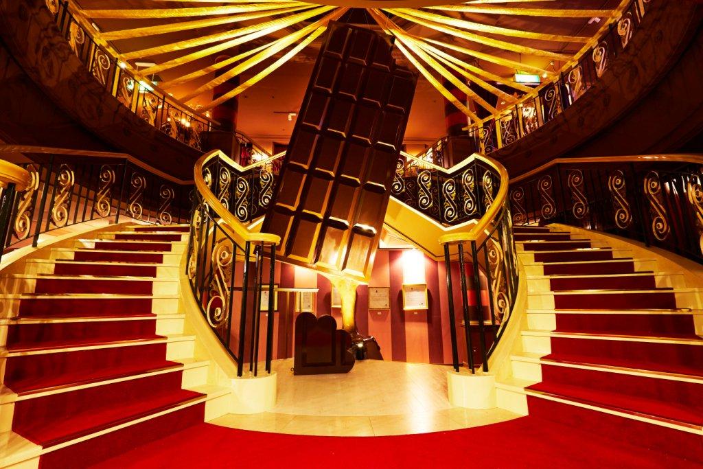 ハウステンボス、天井からチョコレートが溶け出る「ショコラ伯爵の館」でバレンタインイベント fashi…