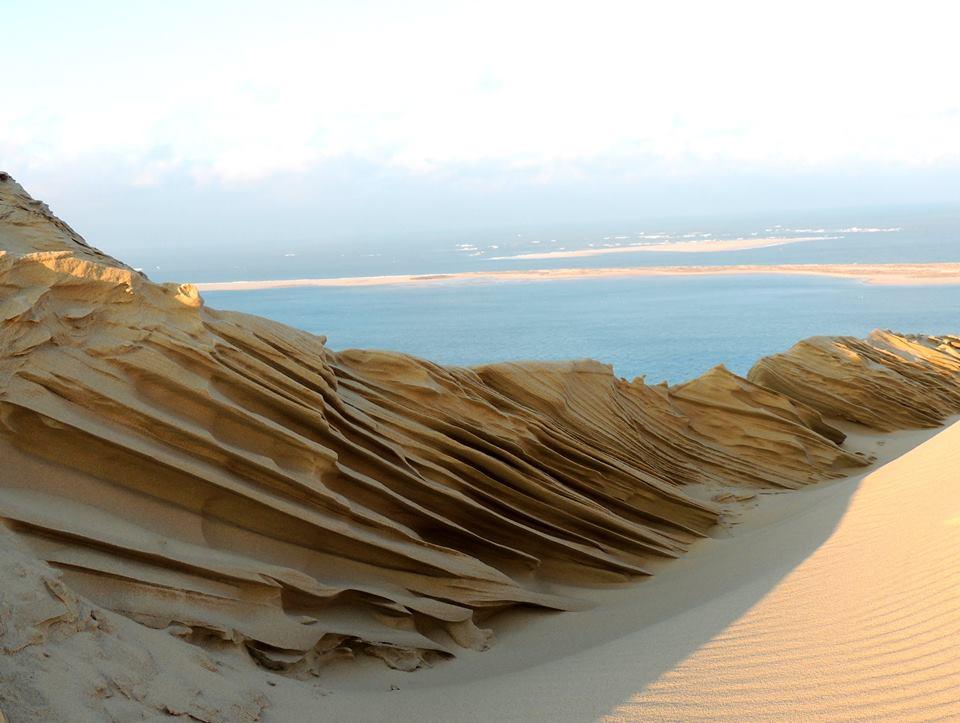 Le froid et le vent ont redessiné la dune du Pilat et c&#39;est magnifique  http://www. huffingtonpost.fr/2017/01/19/le- froid-et-le-vent-ont-redessine-la-dune-du-pilat-et-cest-magn/ &nbsp; …  #DuneDuPilat #climat <br>http://pic.twitter.com/mpKGNtcgca
